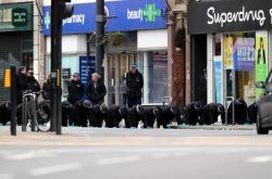 Policie na místě útoku v londýnské čtvrti Streatham