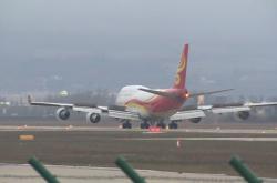 Čínské letadlo na letišti v Bratislavě