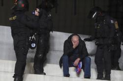 Zásah policistů při fotbalovém utkání
