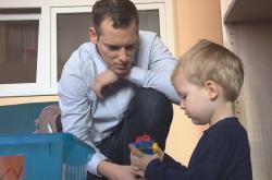 Otcovskou dovolenou lze v Česku využít už dva roky