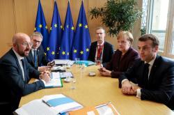 Charles Michel (vlevo) se setkal s Angelou Merkelovou a Emmanuelem Macronem