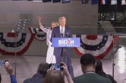 Biden je blíž k nominaci