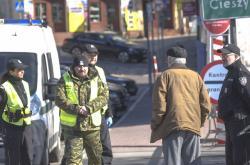 Polsko od neděle zakázilo cizincům vstup do země. Na snímku situace na mostě Družby v Českém Těšíně