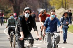 Cyklisté s rouškami v New Yorku