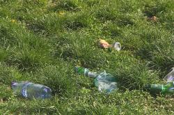 Odpadky v parku