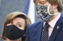 Alena Schillerová a Adam Vojtěch na tiskové konferenci po jednání vlády