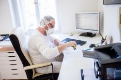 Pacienti opět míří k praktickým lékařům