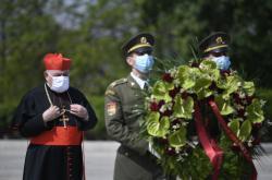 Kardinál Dominik Duka na pražském Vítkově