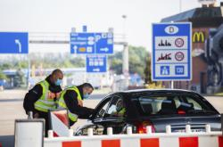 Po uvolnění opatření na hranicích ze strany Rakouska a Německa bude o opatřeních jednat i česká vláda