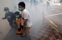 Demonstrace v Hongkongu, policie nasadila slzný plyn