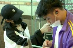 Měření teploty v kavárně v jihokorejském Soulu