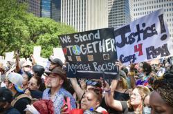 Dav protestujících za smrt George Floyda v americkém Houstonu