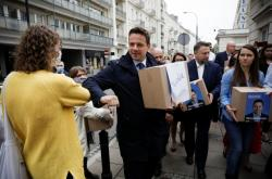 Rafal Trzaskowski s podpisy pro svou kandidaturu