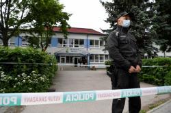 Policie před školou ve Vrútkách
