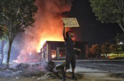 Hořící restaurace v Atlantě