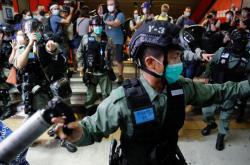 Zásah policie proti demonstrantům v Hongkongu