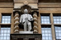 Socha Cecila Rhodese v Oxfordu