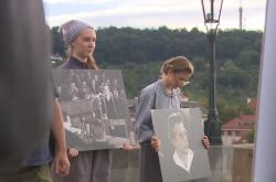 Lidé si připomínají výročí justiční vraždy Milady Horákové