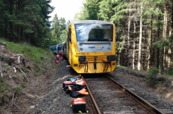 U Perninku na Karlovarsku se čelně srazily dva osobní vlaky