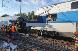 Havarované vlaky po vzájemném odtržení