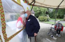 Bezpečné objetí v belgickém domově seniorů
