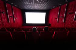 Poloprázdné kino v Drážďanech po znovuotevření