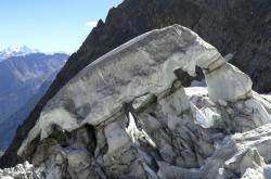 Ledovec Planpincieux, který leží pod masivem Mont Blanc