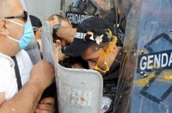 Střety demonstrantů s policisty před budovou bulharského parlamentu