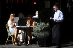 Londýnské restaurace budou mít kratší otevírací dobu