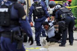 Policejní složky během protestů v USA