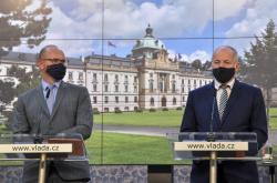 Ministři Plaga a Prymula na čtvrtečním ohlašování nových opatření