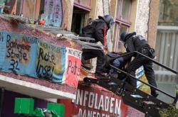 Police v Berlíně vyklízí poslední velký squat