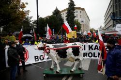 Farmáři ve Varšavě protestují proti zákonu na ochranu zvířat