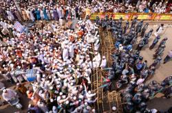 Bangladéšané protestují v ulicích hlavního města Dháky