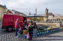 Farmářské trhy na Valdštějnově náměstí v Jičíně