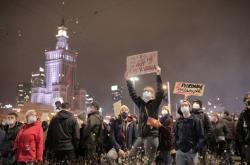 Páteční demonstrace kvůli protipotratovému zákonu v centru Varšavy