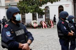 Rakouští politici položili na jednom z míst útoku věnce