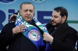 Turecký prezident Recep Tayiyip Erdogan se svým zetěm Beratem Albayrakem