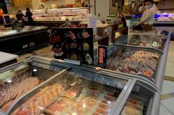 Chlazené a mražené potraviny z dovozu v čínské prodejně