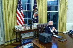 Joe Biden v Oválné pracovně