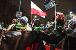Protest proti potratovému zákonu ve Varšavě