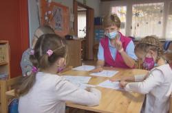Péče o nemocné ve školkách a školách