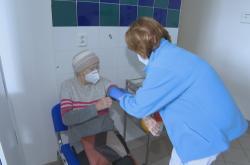 Očkování seniorky