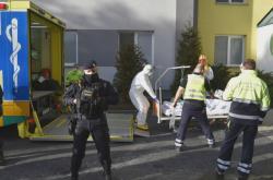 Převoz pacientů z nemocnice v Sokolově