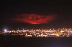 Erupcí ozářené nebe