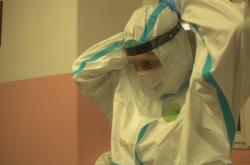 Dobrovolníci pomáhají v nemocnicích