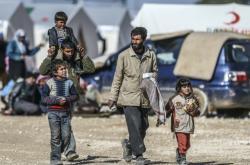 Lidé v syrském táboře na severovýchodě země