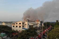 V Rangúnu hořela čínská továrna