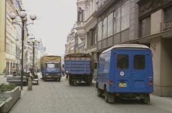 Auta na pěší zóně v centru Prahy