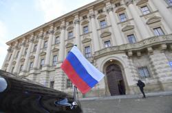 Vůz ruského velvyslance před Černínským palácem